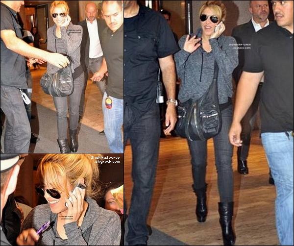🎤 Le soir, Shakira a donné un « Concert » pour sa tournée Sale el Sol. o5 Mai 2011 - Budapest, Hongrie.