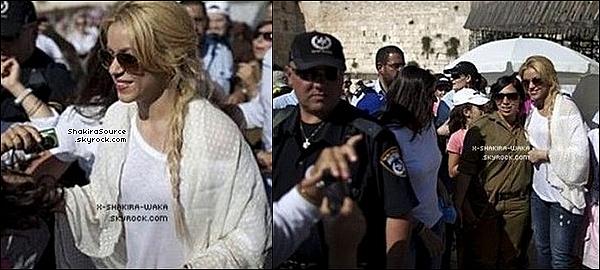 🎤 Shakira a donné une « Conférence de Presse » devant Shimon Peres. 21 Juin 2011 - Jérusalem, Israël.