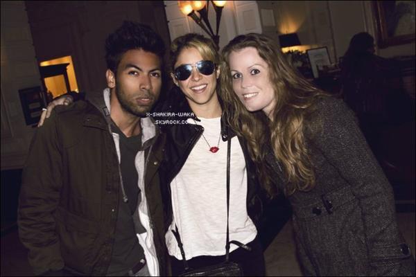 🍴 Shakira a été vue à la sortie d'un « Restaurant ». 13 Mai 2012 - Miami, Etats-Unis.