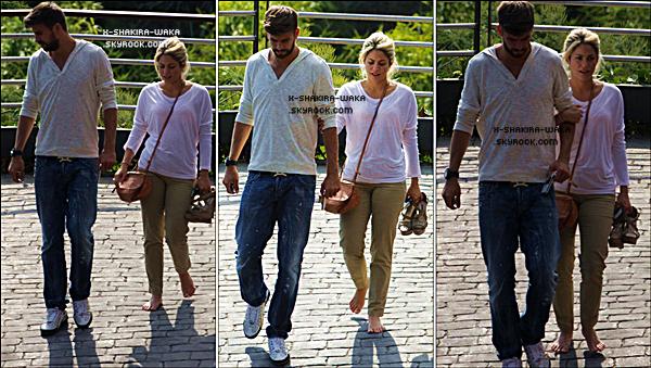 🚶 Puis, Shakira & Gérard ont été vus « Rentrant chez Eux ». 29 Juillet 2012 - Barcelone, Espagne.
