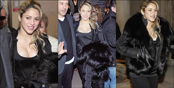 📷 Shakira est allée à « L'Exposition Photos » de son ami Jaume de Laiguana. 27 Février 2o13, Barcelone - Espagne.