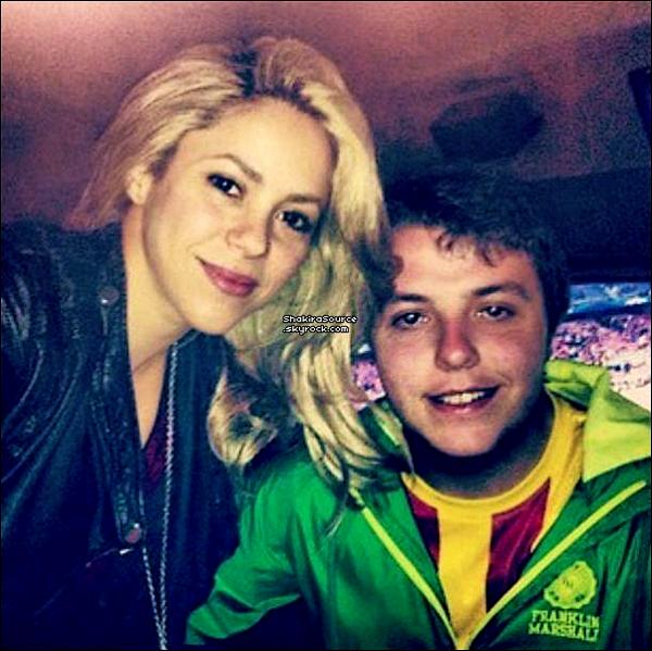 ⚽ Shakira est allée au « Camp Nou Stadium » pour encourager Gérard. o1 Mai 2o13, Barcelone - Espagne.