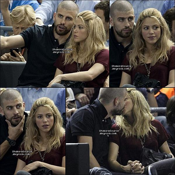 🏀 Puis, Shakira & Gérard sont au « Palau Blaugrana » voir un match de basket. 25 Avril 2o13, Barcelone - Espagne.