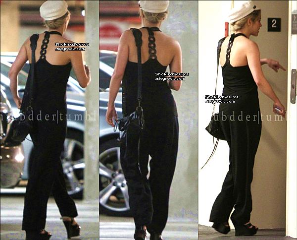 🚶 Puis, Shakira & Tonino ont été vus dans les « Rues de Miami ». o6 Juin 2o13, Miami - Etats-Unis.