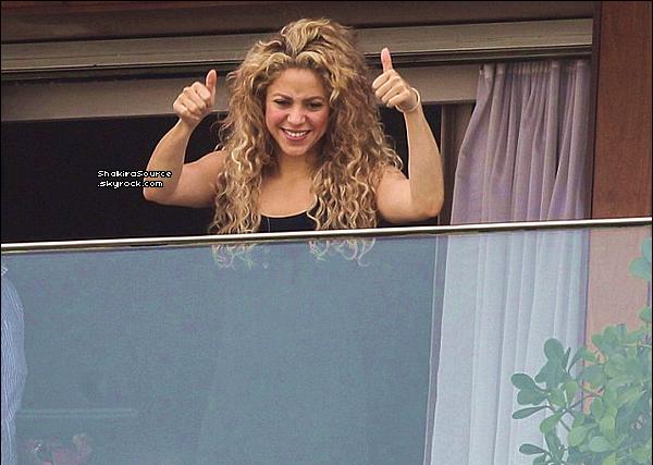 🚶 Shakira & Tonino ont été vus allant au « Consulat Américain ». 21 Juin 2o13, Rio de Janeiro - Brésil.