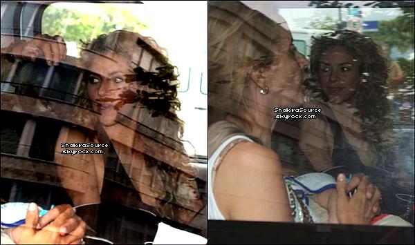 ✈️ Shakira a été vue arrivant à « L'Aéroport de Rio de Janeiro ».  28 Juin 2o13. Rio de Janeiro - Brésil.
