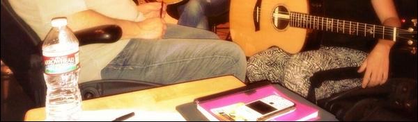 🍴 Shakira est allée déjeuner au « Restaurant Whole Foods ». 11 Août 2o13. Los Angeles - Etats-Unis .