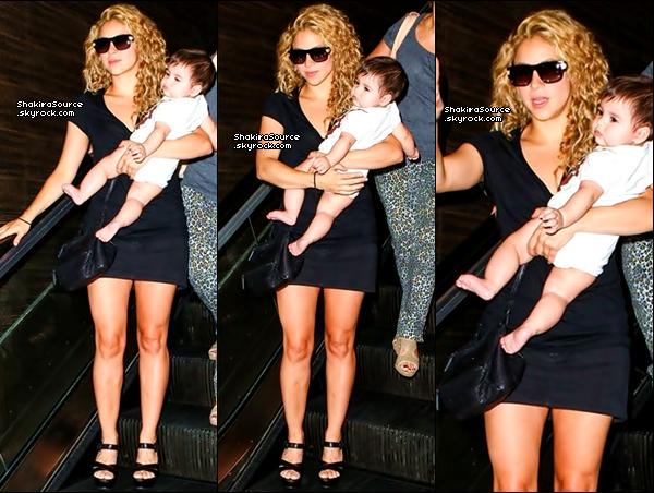 ✈️ Shakira & Milan ont été vus à « LAX Airport ». 15 Août 2o13. Los Angeles - Etats-Unis .