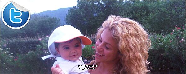 ✈️ Shakira & Milan ont été vus à « Roissy Charles de Gaulle Airport ». 16 Août 2o13. Paris - France.