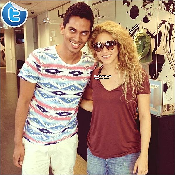 📷 A l'occasion de ses 7 mois, Shakira a posté avec une « Photo de Milan ». 22 Août 2o13. Barcelone - Espagne.
