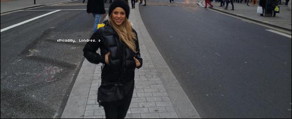 🚶 Shakira a posté une photo d'elle dans le « Quartier de Picadilly ». 18 Novembre 2o13. Londres - Angleterre.