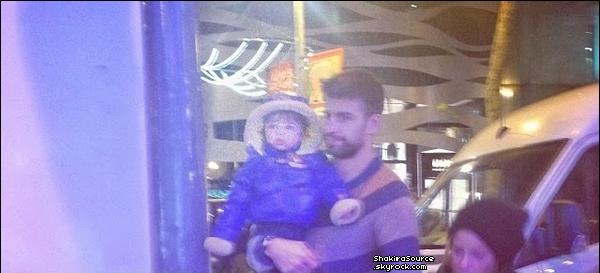 . Candids - 28 Novembre 2o13  - Shakira, Gérard & Milan ont été vus à Barcelone, de retour de Madrid.   .