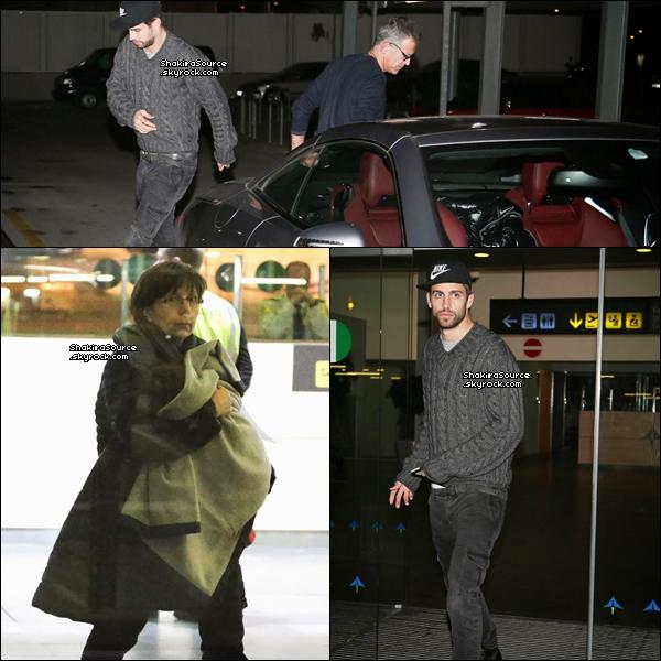 ✈️ Shakira, Gérard & Milan ont été vus à « El Prat Airport ». 3o Décembre 2o13 - Barclone, Espagne.