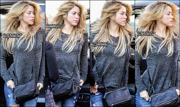 . Candids - 16 Janvier 2o14  Shakira a été vue arrivant au studio d'enregistrement à Barcelone.   .