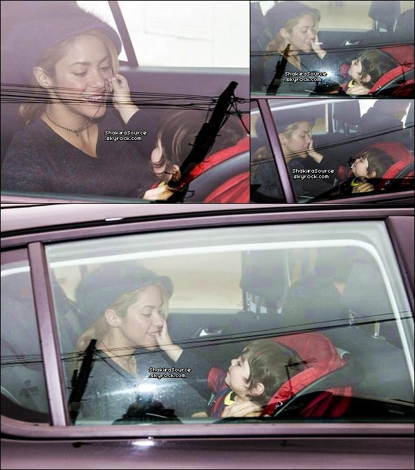 🏠 Shakira & Milan ont été vus « Quittant leur Maison ». o2 Février 2014 - Barcelone, Espagne.