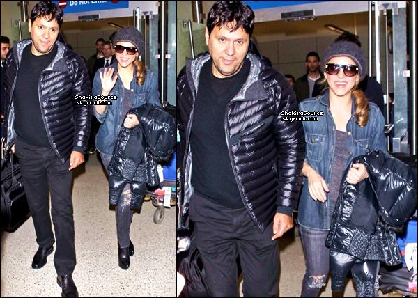 ✈️ Puis, Shakira, Milan & Tonino ont été vus à « Lax Airport ». o4 Février 2014 - Barcelone, Espagne.