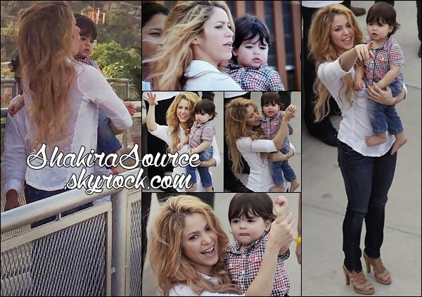 🎒 Shakira & Milan sont allés Inaugurer « L'Ecole Las Lomas del Peyé » construite par la Fondation Pies Desclazos de Shak. C'est la 1ère fois que Milan vient en Colombie 24 Février 2014 - Cartagena, Colombie.