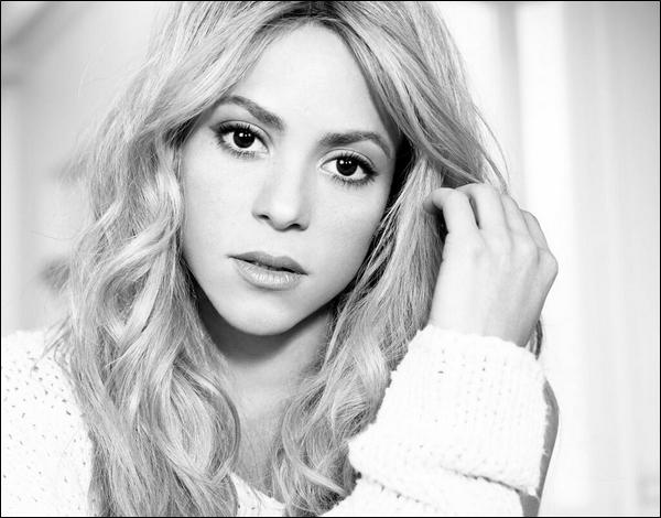 🎤 Shakira a fait une apparition dans l'émission « CBS Sunday Morning ». 23 Mars 2014 - Cartagena, Colombie.