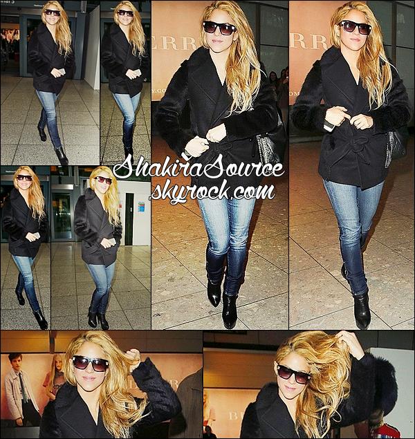 ✈️ Shakira était au « Heathrow Airport ». o7 Avril 2014 - Londres, Angleterre.
