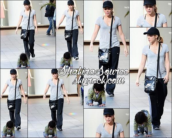 🍴 Shakira & Milan ont été vus quittant le « Giggles N' Hugs Restaurant ». 24 Avril 2014 - Los Angeles, Etats-Unis.