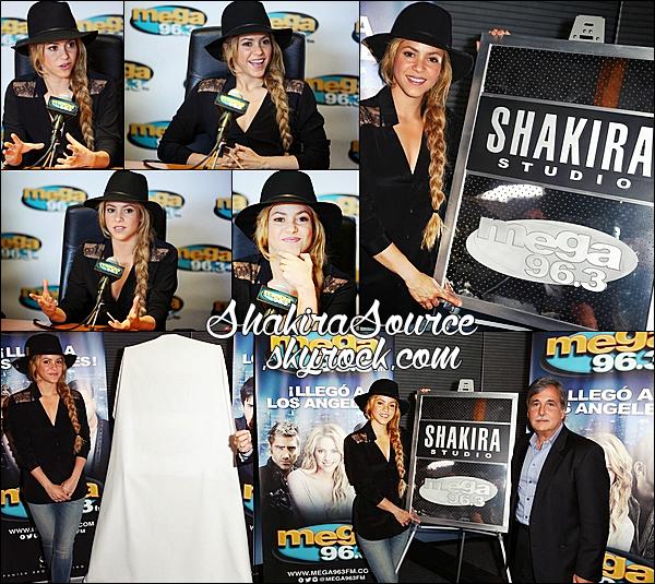 🎤 Shakira a rendu visite à la « Radio Mega 96.3 ». 16 Mai 2014 - Los Angeles, Etats-Unis.
