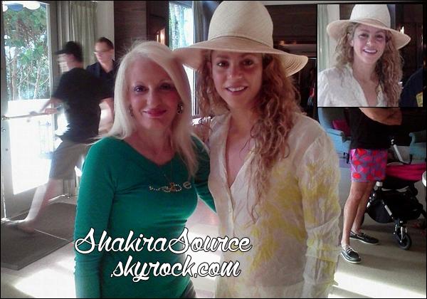 📷 Shakira a « Posé avec une fan ». 29 Juin 2014 - Miami, Etats-Unis.