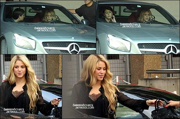 🎧  Shakira s'est rendue au studio d'enregistrement.  29 Août 2014, Barcelone.