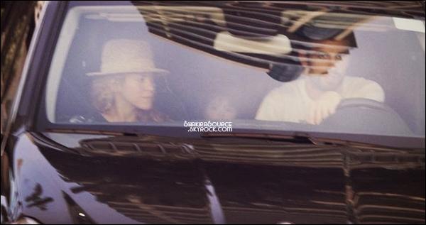 🚗 Shakira, Gerard & Milan ont été vus en voiture.  04 Septembre2014, Barcelone.