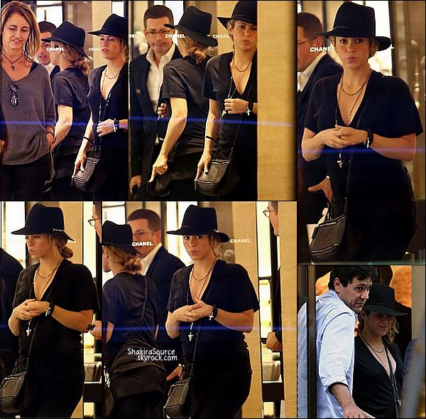 🏬 Shakira & ses beaux-parents Joan et Montserrat, sont allés faire du shopping au magasin Yves Saint-Laurent, Chanel, Givenchy & Fauchon. Ensuite, ils sont allés visiter l'Eglise de la Madeleine  29 Septembre 2014, Paris.