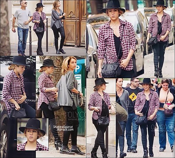 🏬 Shakira & ses beaux-parents Joan et Montserrat, ont été vus se promenant dans notre capitale.  30 Septembre 2014, Paris.