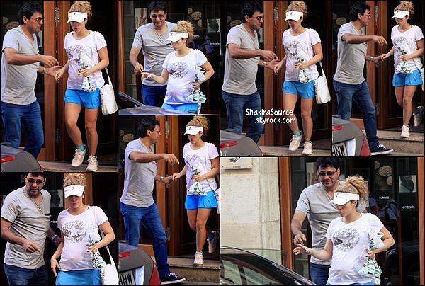 🏥 Tonino a accompagné Shakira à la Clinique d'Esthétique Casellas.   23 Octobre 2014, Barcelone, Espagne.