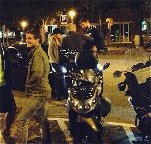 🚶 Shakira a été vue dans les rues de Barcelone.  ? Novembre 2014. Barcelone.