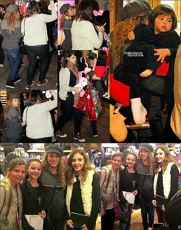 🏬  Puis Shakira a emmené Milan dans un dans un magasin Disney à Barcelone.  14 Novembre 2014. Barcelone.