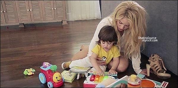 ⚽ Shakira & le groupe Mana sont allés encourager Gerard au Camp Nou pour le match FC Barcelone/FC Séville.  22 Novembre 2014. Barcelone, Espagne.