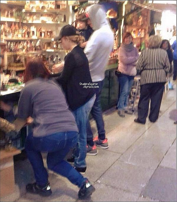 🚶 Shakira, Gérard & Milan ont été vus dans les rues de Barcelone.  02 Décembre 2014. Barcelone, Espagne.