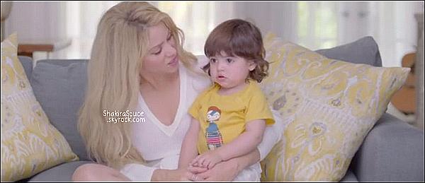 🎄 Shakira, Gérard, les parents de Shak (Nidia & William) & son demi-frère Tonino sont allés voir le spectacle de Noël de Milan à l'école.  18 Décembre 2014. Barcelone, Espagne.