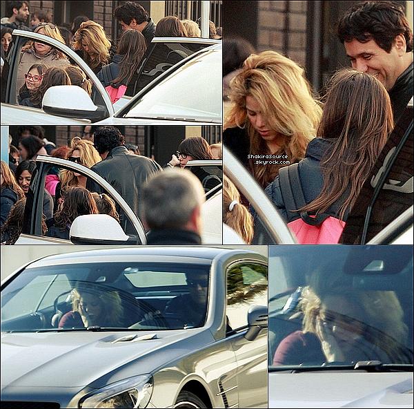 🚶 Shakira & Tonino ont été vus dans les rues de Barcelone.  09 Janvier 2015. Barcelone, Espagne.