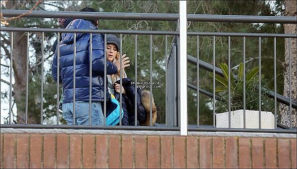 ⚽ Enfin, Shakira & Tonino sont allés à la Ciudad Deportiva du Fc Barcelone avec les enfants. o9 Février 2015. Barcelone, Espagne.