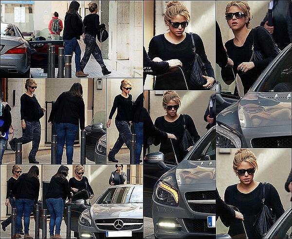 🏥 Tonino a emmené Shakira à Clinique d'Esthétique Casellas.  o3 Mars 2015. Barcelone, Espagne.