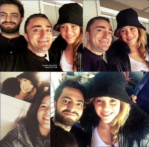 🍴 Shakira a été vue allant « déjeuner au restaurant ». 12 Mars 2o15. Barcelone, Espagne.