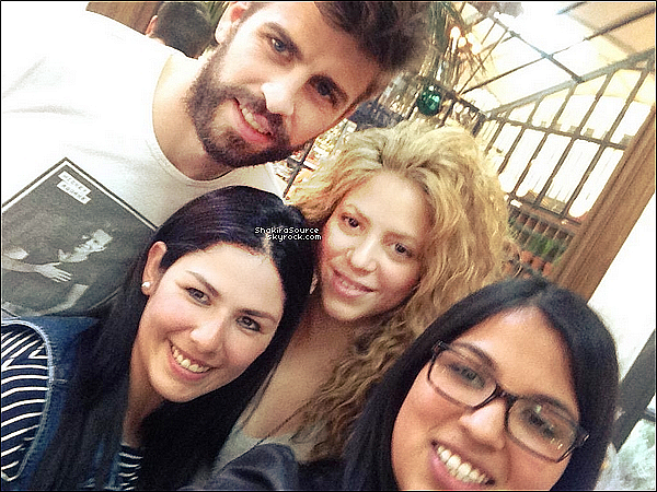🍴 Shakira & Gérard ont été vus « quittant un restaurant ». o7 Avril 2o15. Barcelone, Espagne.
