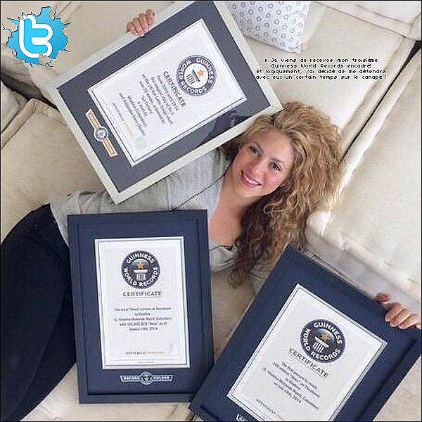 ⚽ Shakira est allée au « Camp Nou » pour encourager Gérard lors du match FCB/PSG de Champions League. 21 Avril 2o15. Barcelone, Espagne.