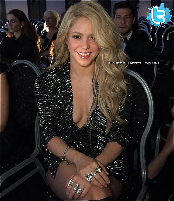 🎂 Puis Shakira a été vue quittant « la fête d'anniversaire de Cesc Fabregas ». o7 Mai 2o15. Barcelone, Espagne.
