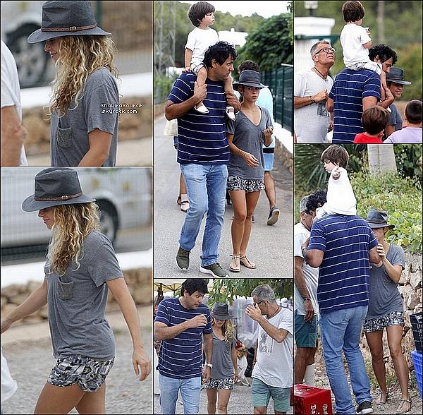 🍴 Shakira, Milan, Tonino & Joan Piqué ont été vus « Dans les rues d'Ibiza ». 17 Août 2015. Ibiza, Espagne.