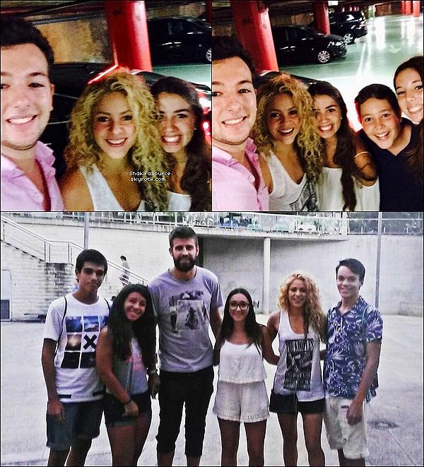 ⚽ Shakira & Gérard ont été vus dans les « Rue de Barcelone » au Camp Nou. 30 Août 2015. Barcelone, Espagne.