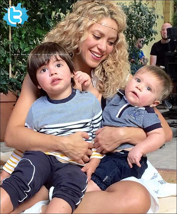 🎥 Shakira & Gérard sont allés à la « Présentation du Jeu-Vidéo Love Rocks ». 15 Octobre 2015 - Barcelone - Espagne.