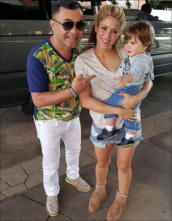 ✈️ Quelques heures plus tard, Shakira était à « L'Aéroport d'Orlando ». 21 Février 2o16 - Orlando, Etats-Unis.