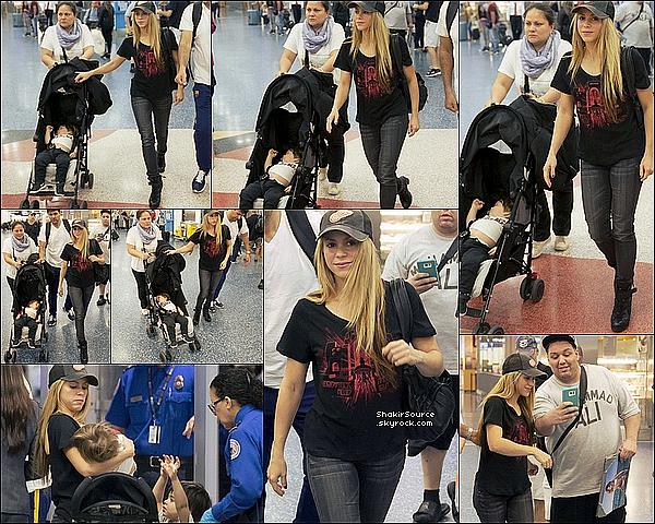 ✈️ Shakira, Milan & Sasha étaient à « L'Aéroport de Barcelone » où Gerard les attendait. 25 Février 2o16 - Barcelone, Etats-Unis.