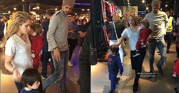 🏬 Shakira, Gérard & leurs enfant sont allés à la « Boutique Officielle du FC Barcelone ». 1o Mars 2o16 - Barcelone - Espagne.