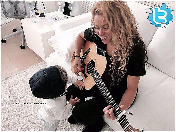 🚶 Shakira a été vue dans les « Rues de Barcelone » avec Sasha. 14 Avril 2o16 - Barcelone - Espagne.